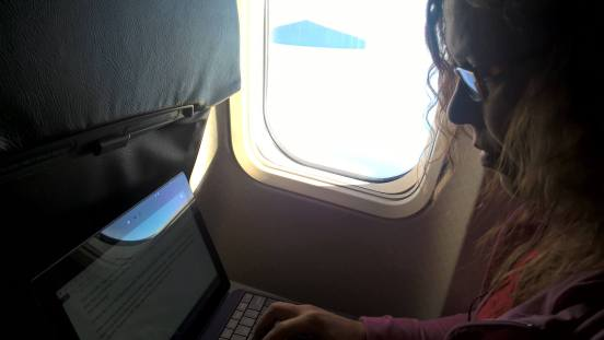 Raqui on plane blogging